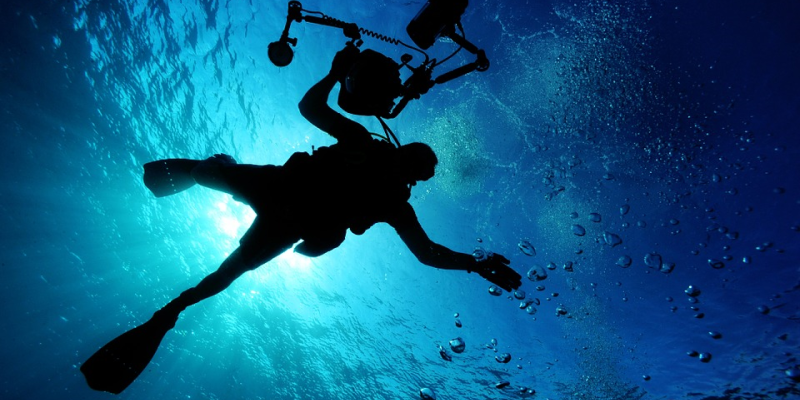 Image of someone deeps sea diving